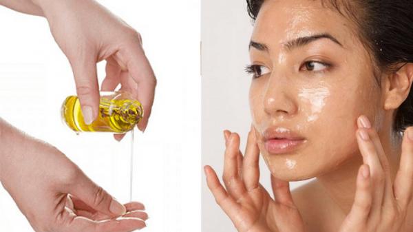 Tinh dầu jojoba là chất tẩy rửa nhẹ có thể làm sạch nhưng vẫn giữ ẩm được cho làn da