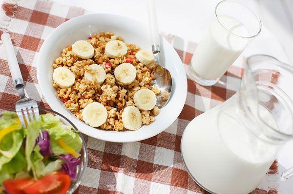 Ăn ngũ cốc yến mạch vào buổi sáng sẽ giúp bạn tạo được cảm giác no lâu hơn