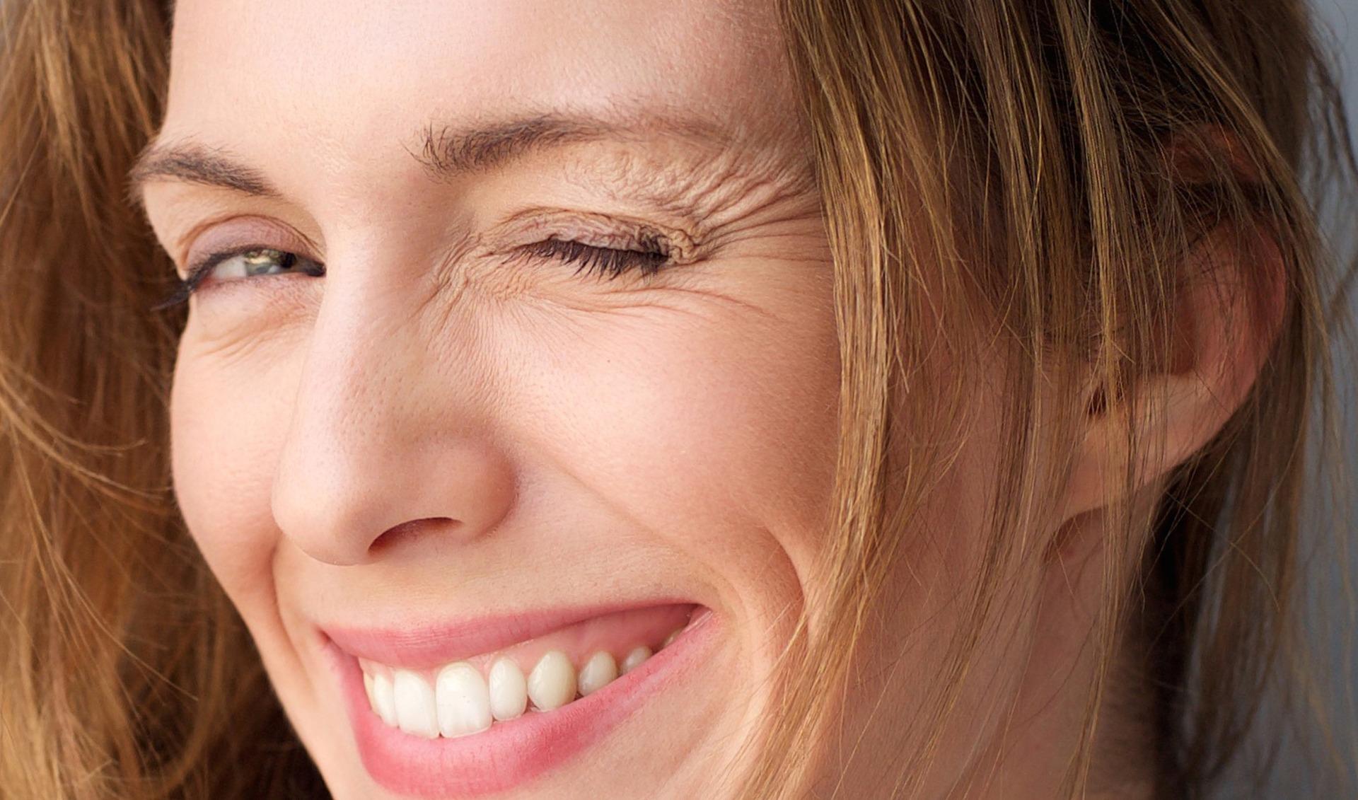 Cách duy trì làn da đẹp bằng cách hạn chế biểu lộ cảm xúc