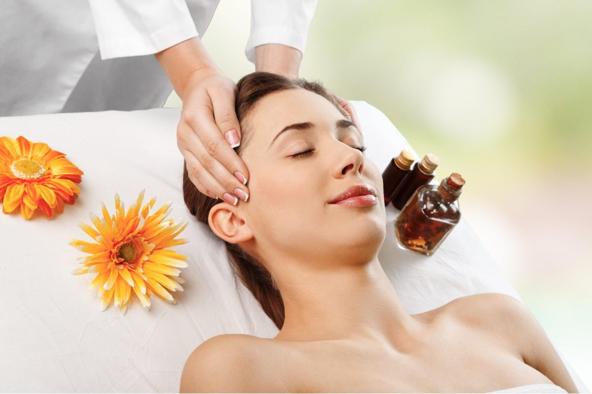 Liệu pháp massage, bấm huyệt để nâng cơ mặt - hiểu về Nâng cơ