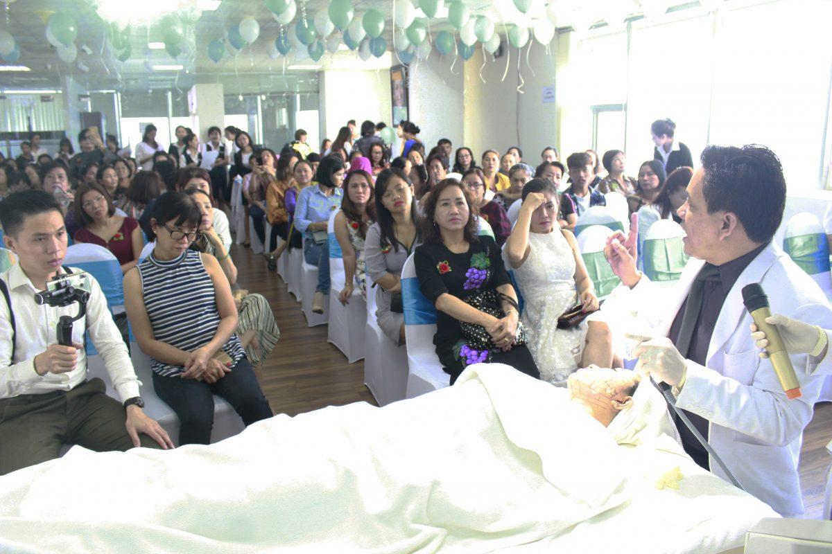 Dr. Vin Tran tại sự kiện