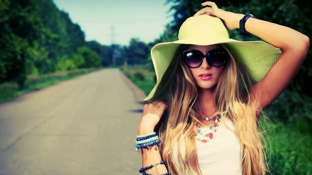 women with hat 9881 1431310499