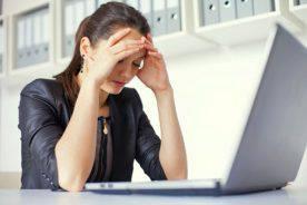 Tại sao làm việc trong văn phòng mà vẫn bị nám da?