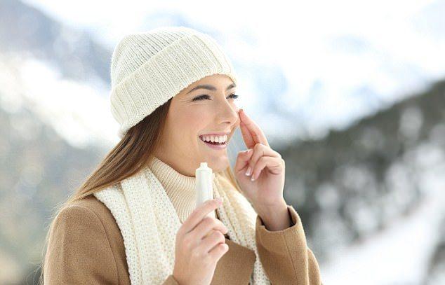 """6 cách để """"giải cứu"""" làn da khỏi mùa đông băng giá"""
