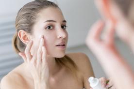 Mẹo dưỡng ẩm cho da dầu và mụn