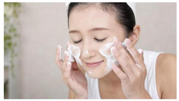 Làm sạch da - Bước đầu tiên trong quy trình chăm sóc da mùa hè